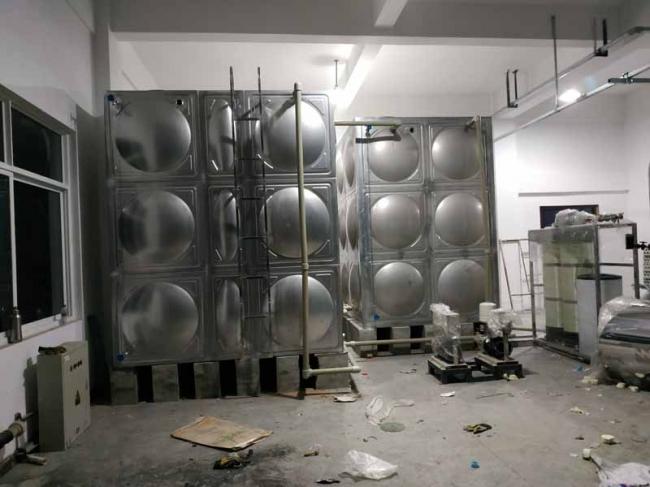 龙泉2台不锈钢水箱安装现场